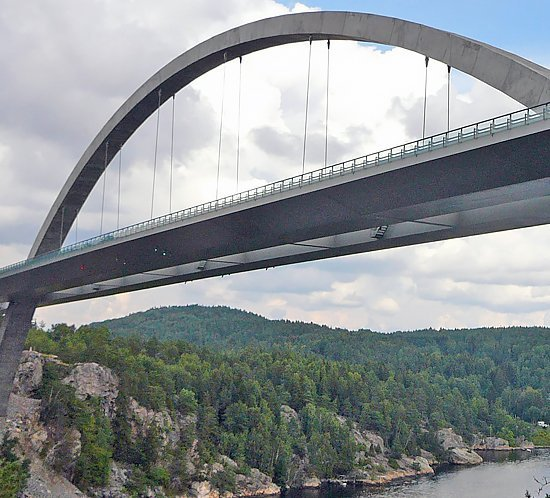 FTB 205 high intensity xenon lighting system on the Svinesund Bridge between Norway & Sweden