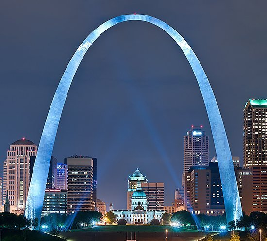 FTS 360i L-864 LED system sits atop the Gateway Arch in St. Louis, Missouri