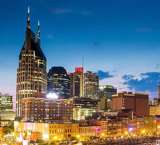 The Westin en Nashville Tennessee utiliza el sistema de iluminación de obstrucción roja de intensidad media FTS 361X-5