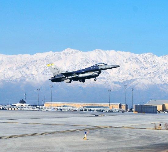 Iluminación del aeropuerto de Bagram de la Fuerza Aérea de Afganistán