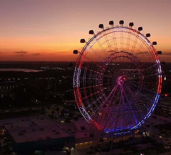 Nuestro Vanguard Medium FTS 370d parpadea en rojo por la noche en el medio del Orlando Eye