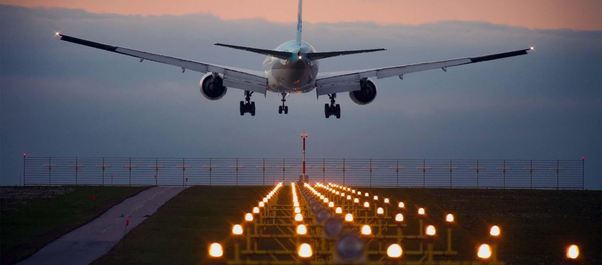 Enfoque en Iluminación de del Aeropuertos, Controladores y Balizas