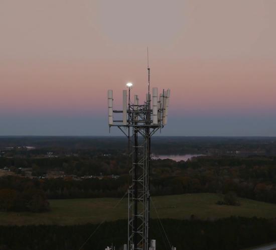 Vanguard Medium FTS 370 instalado en una torre de telefonía