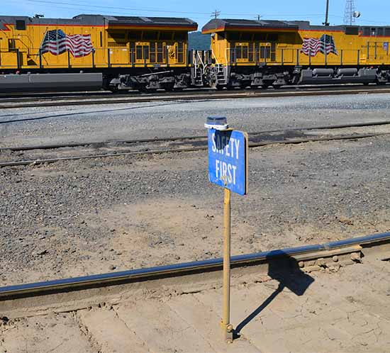 An OL2A blue safety light marks a Union Pacific railyard blue safety flag