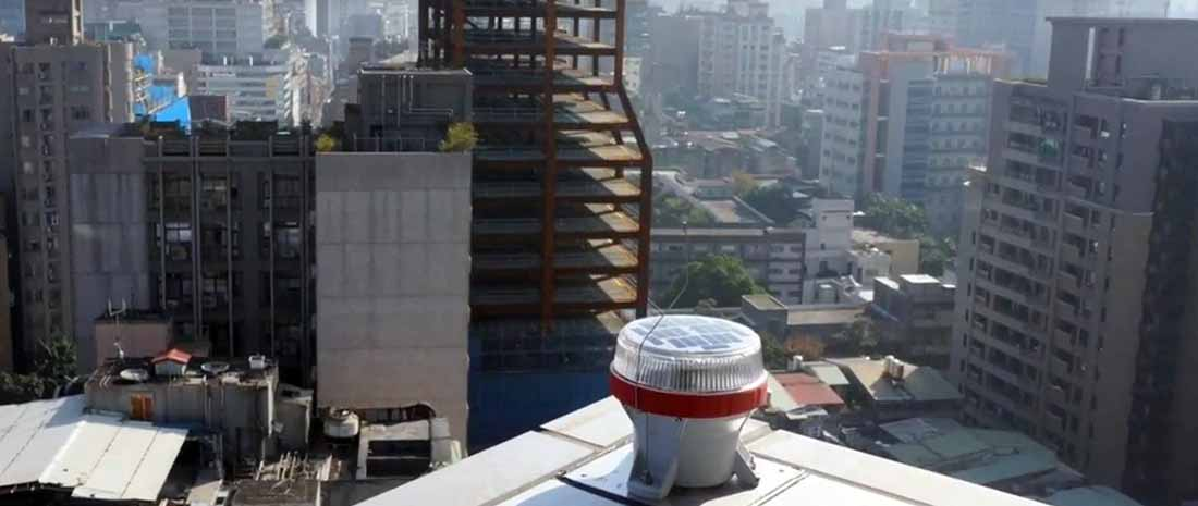 OL4 solar obstruction light installed on top of a building
